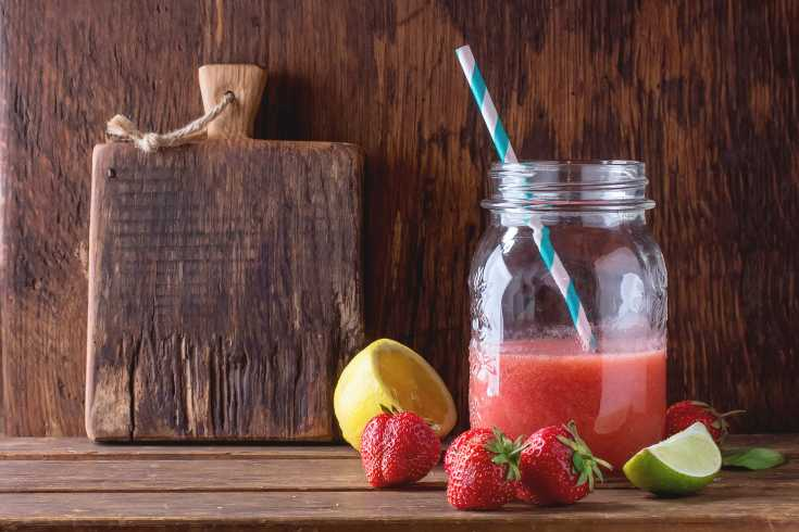 This energizing smoothie is a great solution to include lettuce, strawberries and bananas into your morning.